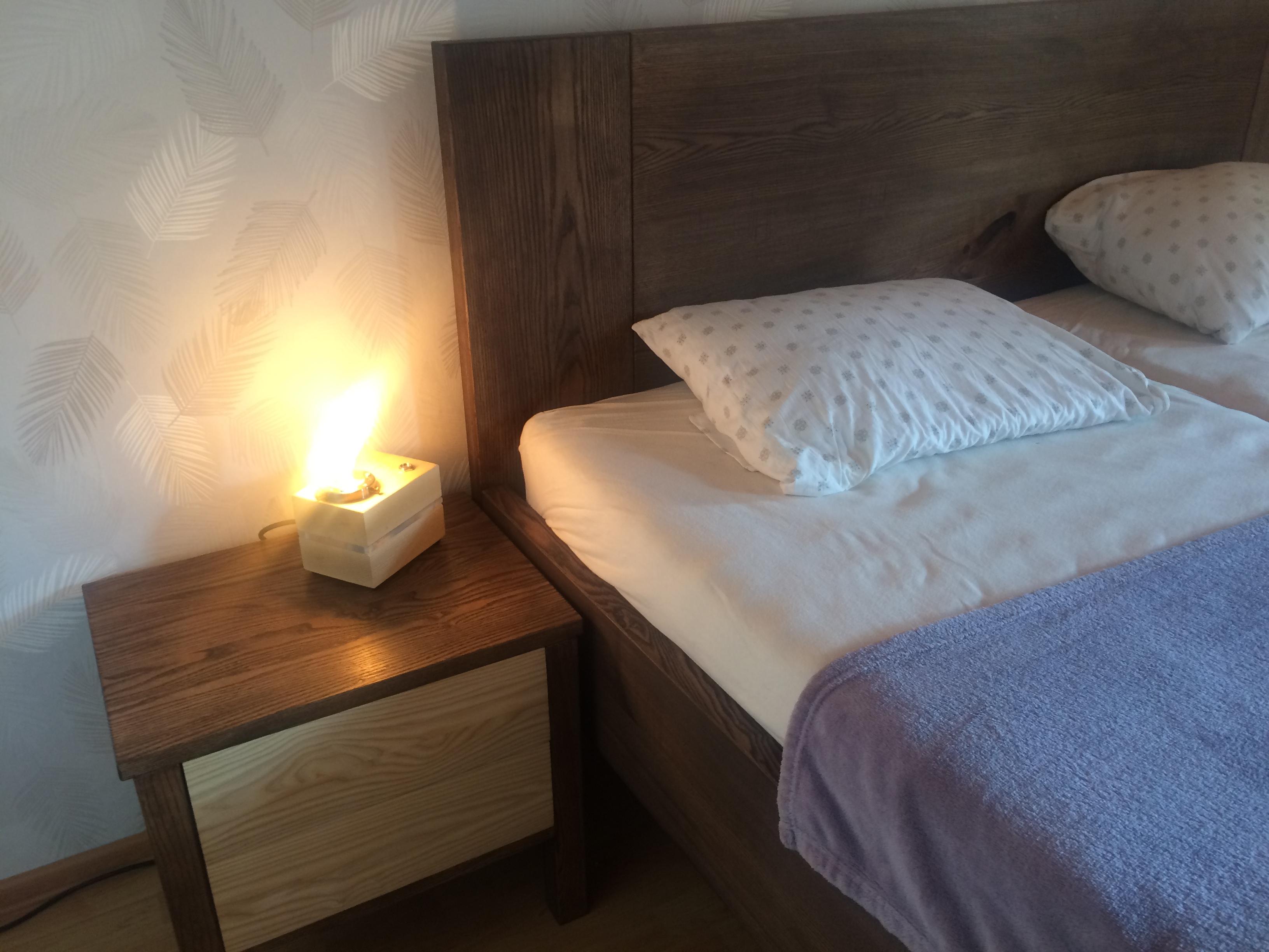 Jasanová postel s nočními stolky